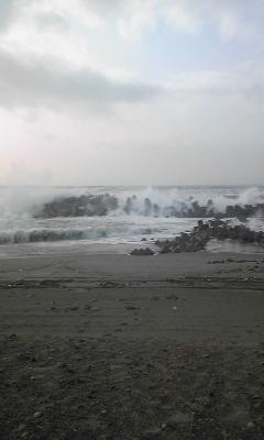 波がドバ〜って
